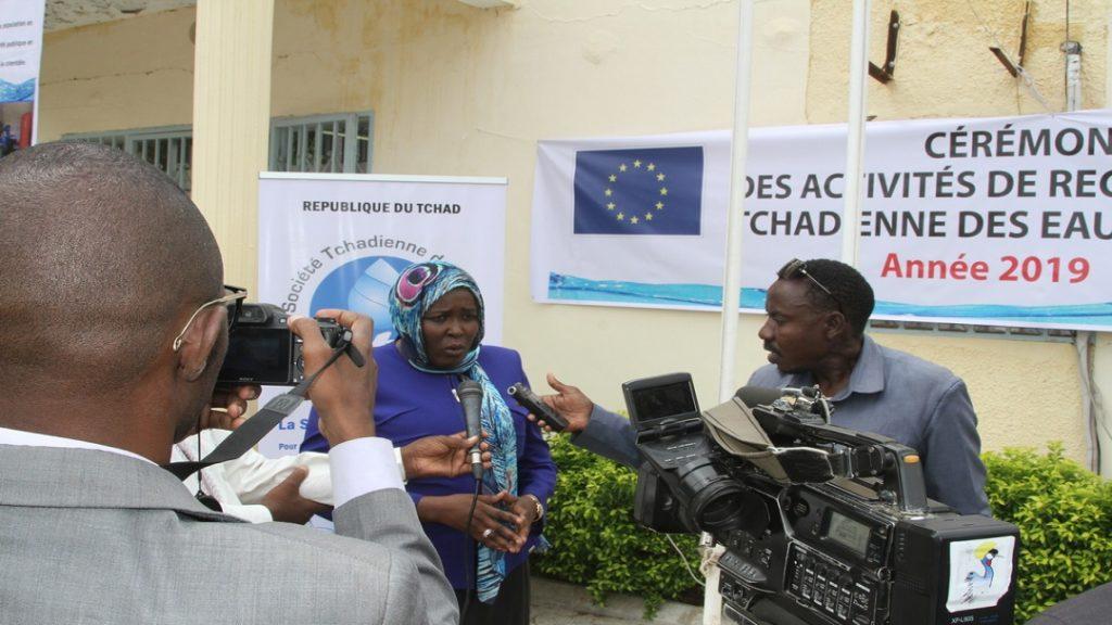 TCHAD, 2019: La Directrice Générale de la Société Tchadienne des Eaux échangeant avec la presse tchadienne sur le déroulement de l'opération de recensement