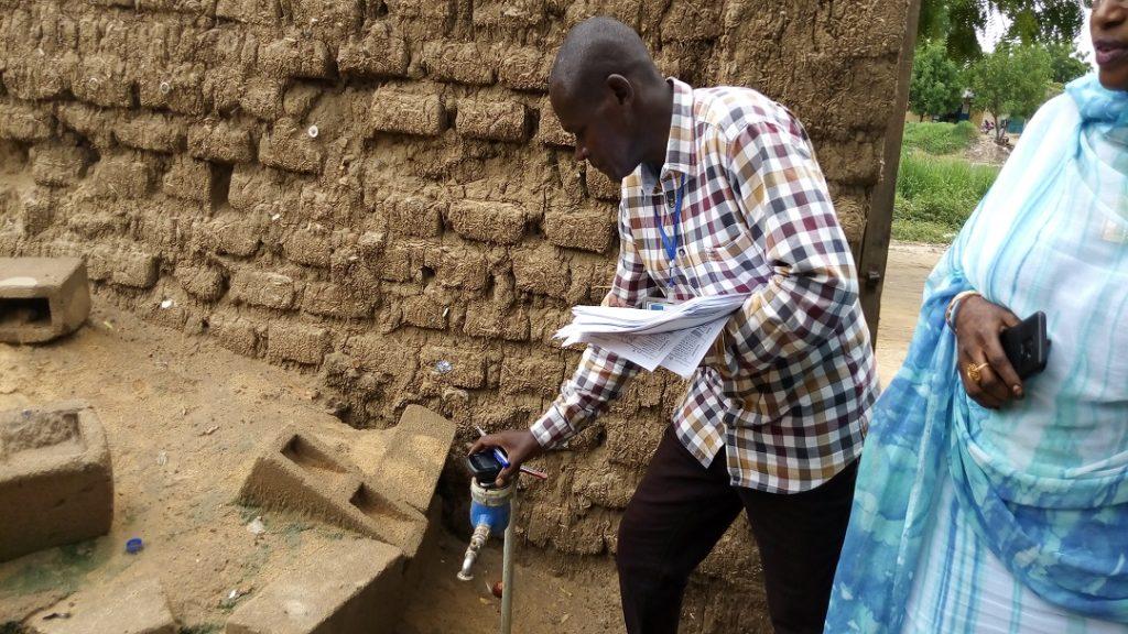TCHAD, 2019 : Prise des coordonnées du compteur d'eau chez l'aboonné_3